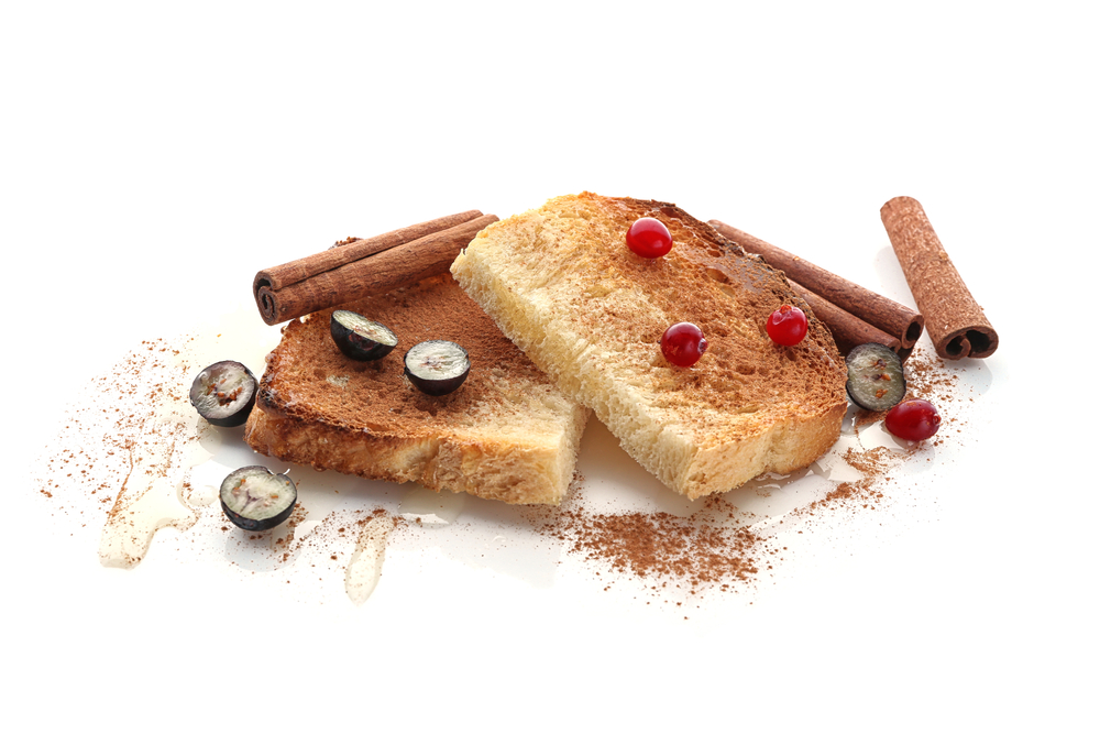 French Toast with Cinnamon and Fruits